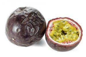 Sieht nicht gerade spektakulär aus von außen , hat es aber in sich: Die Passionsfrucht.