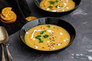 Bei der Zubereitung von Suppen mit Maracuja sind der Fantasie keine Grenzen gesetzt.